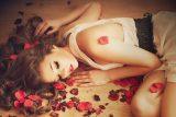 2122929-1920x1200-Brunettes_women_flowers_alone_flower_in_hair_1920x1200